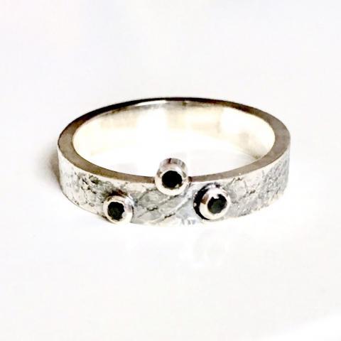 Zilveren ring met zwarte zirkonia's