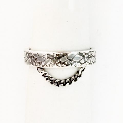 Zilveren ring met ingelast kant en kettinkje