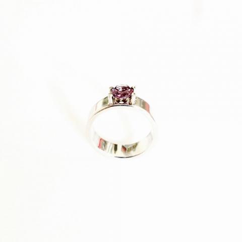 Zilveren ring met synthetische alexandriet