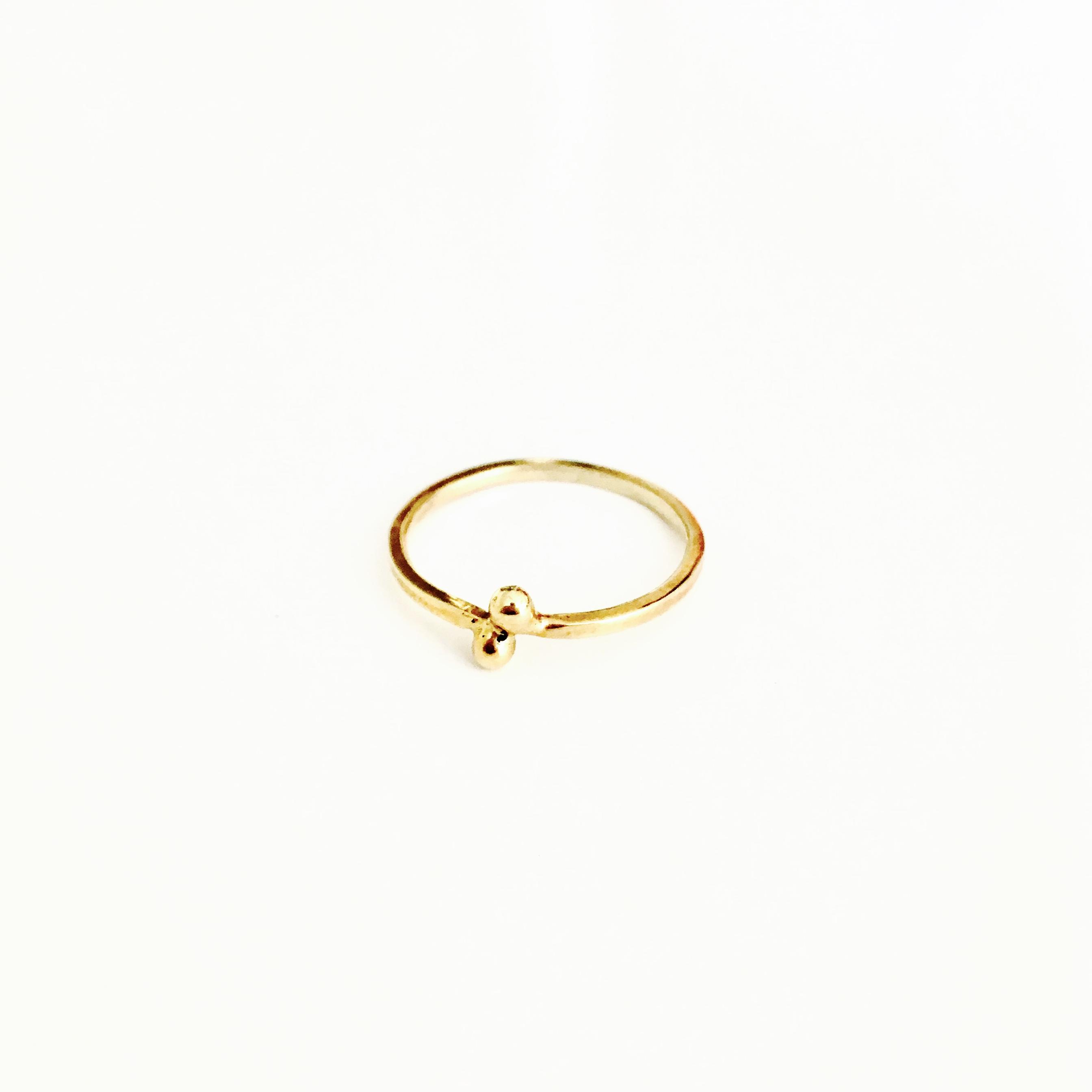 Gouden ring met bolletjes