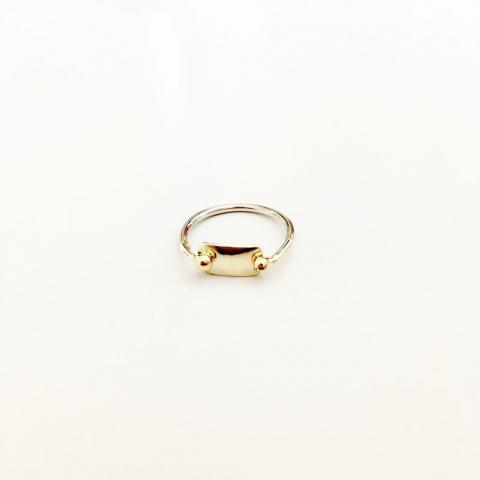 Zilveren ring met gouden plaatje en bolletjes