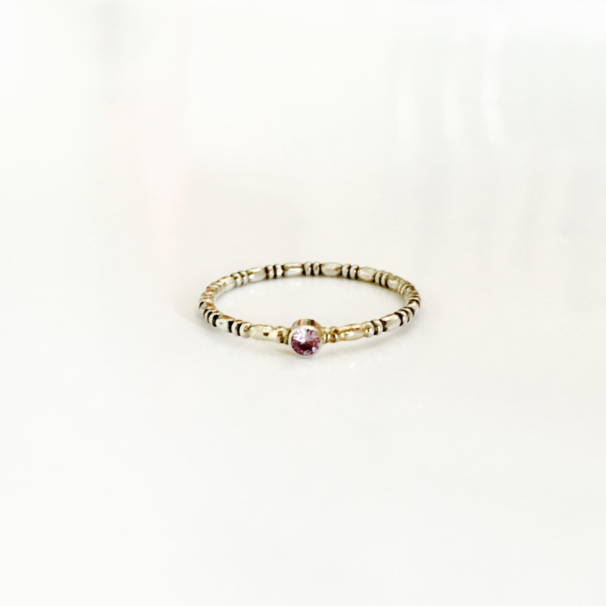 Zilveren ring met gouden accenten en synthetische alexandriet